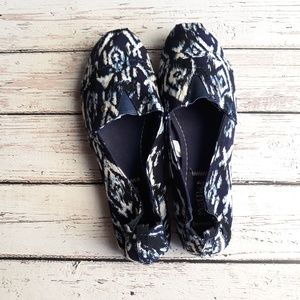 MAD LOVE Flats Loafers Tribal Ikat Navy White 6